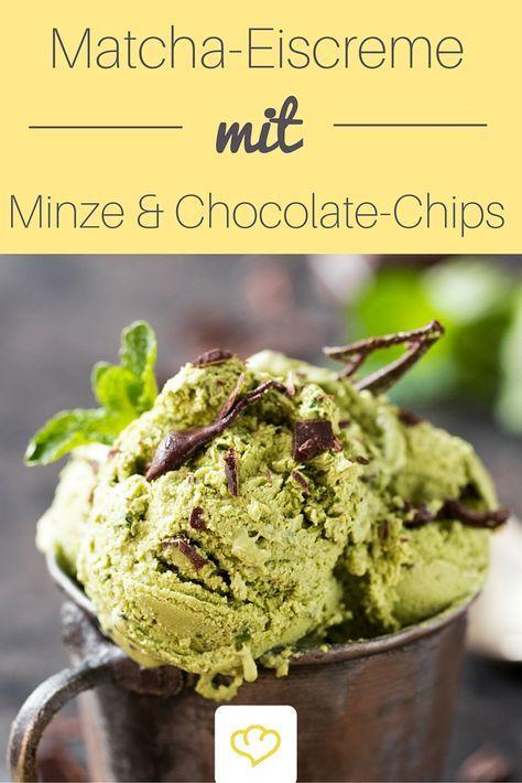 """Matcha Chip-Chocolate-Eis mit Minze. """"Matcha"""" ist grüner Tee in Pulverform und genießt als Superfood aktuell so richtig viel Beachtung. Zu Recht! Denn Matcha macht mit rund 3 Prozent Koffein munter und scheint sich – wie übrigens Grüntee generell – positiv auf die Gesundheit auszuwirken."""