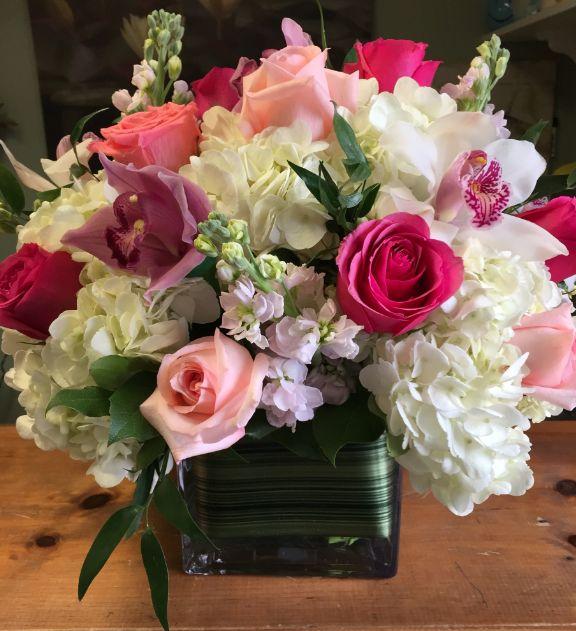 Fresh Flower Rose Display- Garden World Florist