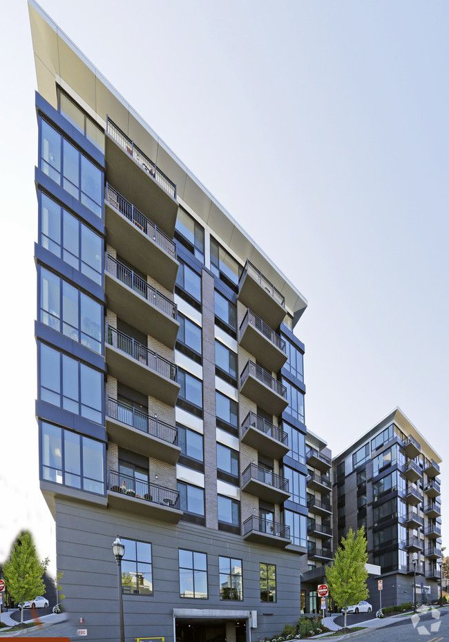 The Vue At Hackensack Apartments Hackensack Nj Apartments Com Apartment Rich Living Kitchen Mirror