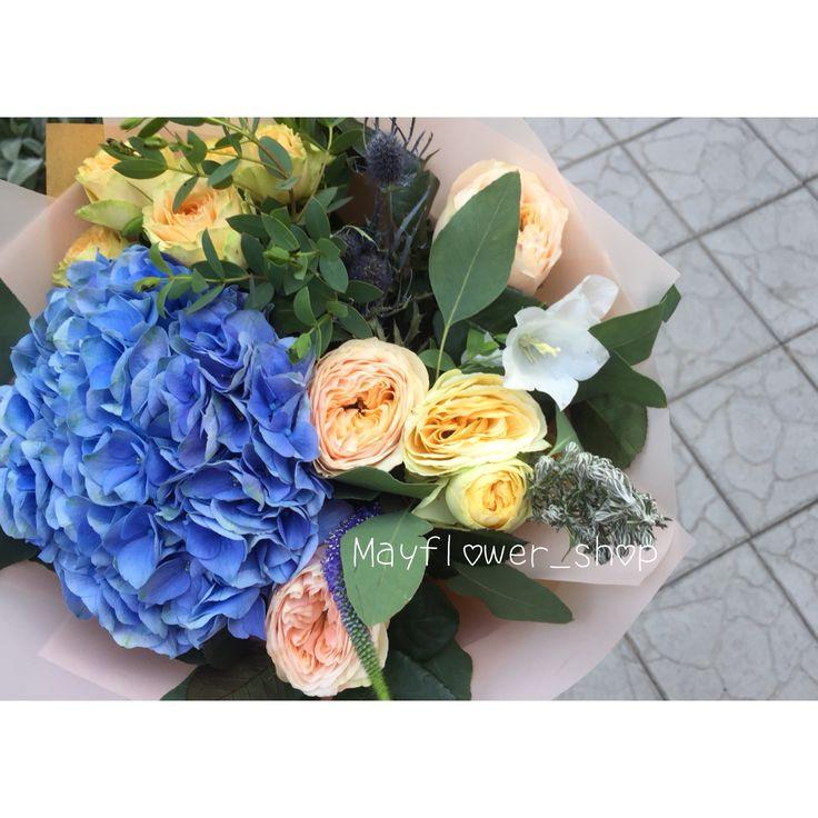 Букеты в Алматы. Синяя гортензия, персиковые пионовидные розы, эвкалипт. Гортензия в букете. Гортензия Алматы