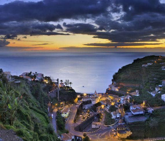 20 Motivos para dejarlo todo e irte a #Portugal   Via Condé Nast Traveler España   3/3/2014  La variedad de lugares que ofrece Portugal para visitar es algo indiscutible, sus ciudades nos brindan con hermosas playas,categrales y construcciones que nos hace quedar asombrados por su belleza. Te contamos los motivos para enamorarnos (aún más) y quedarnos en Portugal. Photo: Madeira