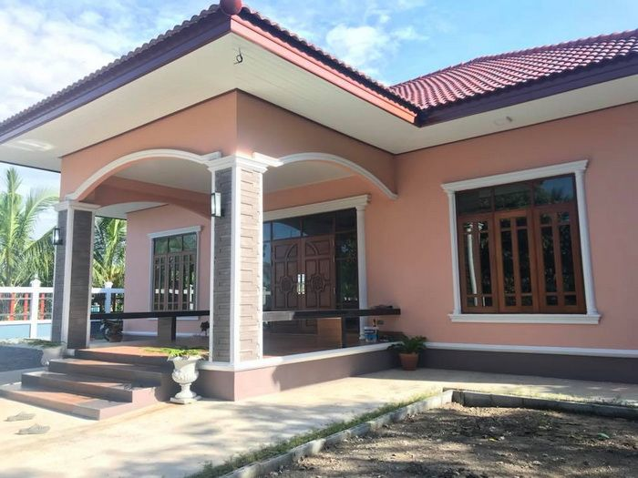 5 Small Bungalow House Designs With A Budget Starting 200 000 Bath Or 6 300 Dollars Bungalow House Design House Outside Design Small Bungalow
