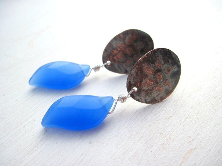 orecchini in rame inciso e foglia in calcedonio : Orecchini di magikemani