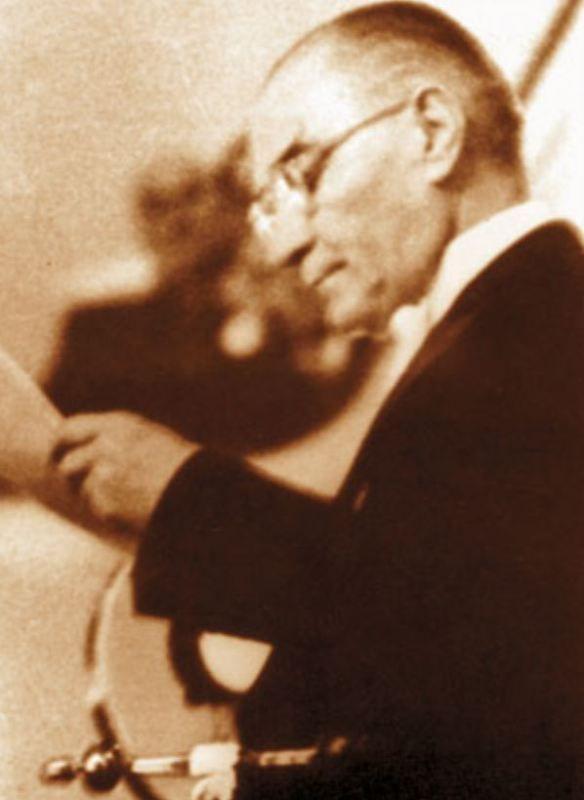 Bilge Atatürk'ün Gözlüklü 20 Fotoğrafı   MustafaKemâlim
