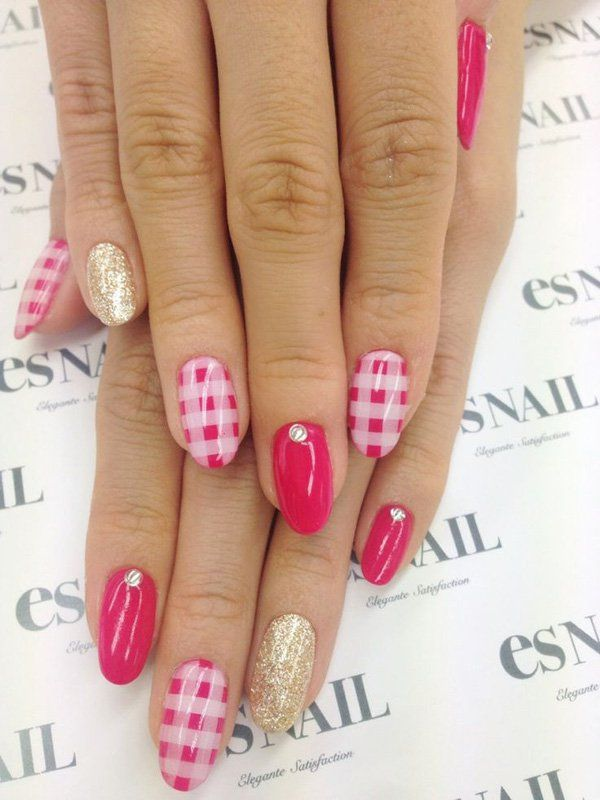 A chic looking hot pink gingham nail art design. Apart from the stripes, a matte pink color is also used as well as a gold sparkle polish plus tiny silver beads topping the design.