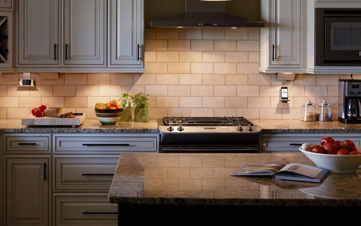 Best 25 traditional undercabinet lighting ideas on for Best lights for under kitchen cabinets