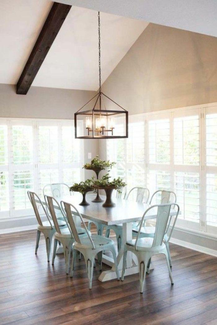 chaises contemporaines salle manger avec sol en parquet