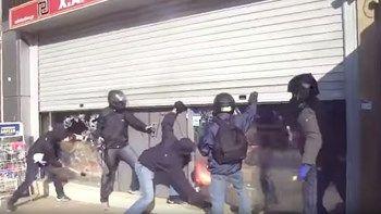 Η επίθεση στα γραφεία της Χρυσής Αυγής  ΒΙΝΤΕΟ   Τα μέλη της οργάνωσης Ταξιαρχία Παύλος Φύσσας ανήρτησαν σε ιστοσελίδα του αντιεξουσιαστικού χώρου ένα βίντεο από την επίθεση που πραγματοποίησαν στα κεντρικά γραφεία της Χρυσής Αυγής στη Μεσογείων... from ΡΟΗ ΕΙΔΗΣΕΩΝ enikos.gr http://ift.tt/2po04L2 ΡΟΗ ΕΙΔΗΣΕΩΝ enikos.gr