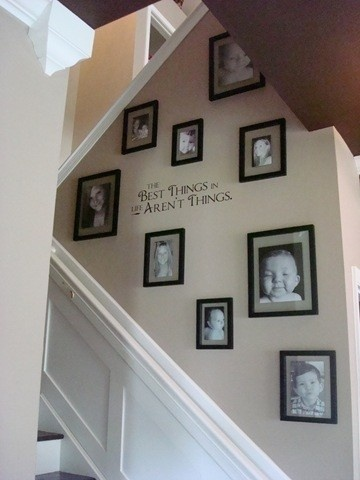 Stairway Decorating: Staircases Wall, Families Pictures, Decor Ideas, Thrifty Decor, Photo Wall, Stairways Decor, Pictures Arrangements, Cute Pictures, Pictures Wall