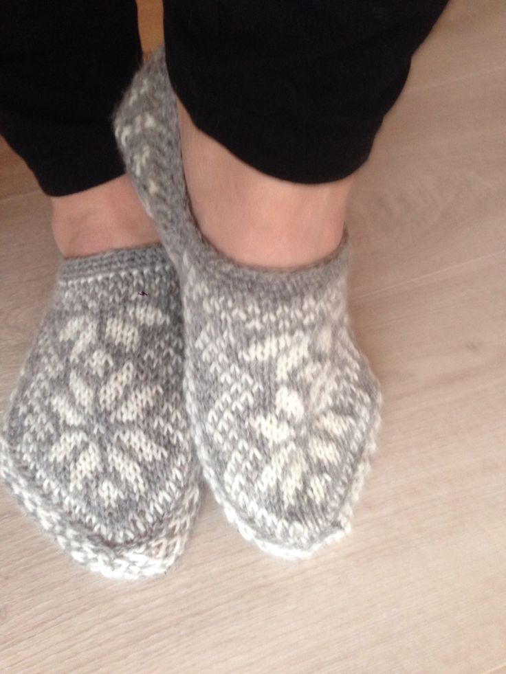 Slippers with stars. Yarn: Navia, 3-ply.
