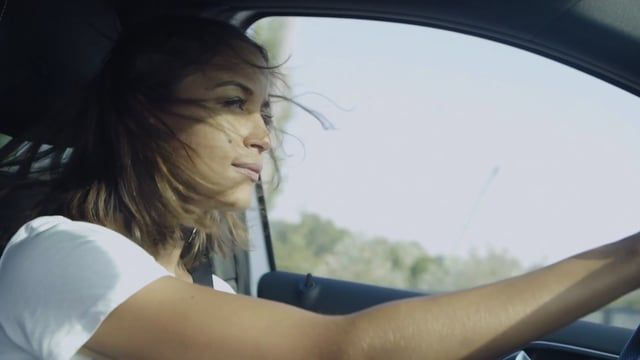 Rabea Schif, presenter and model, visits the Norwegian capital Oslo for She's Mercedes to find out why electric mobility is so successful there. Riding through the city in a B 250 e, she meets up with inspiring e-Mobility influencers from Oslo such as Kari Asheim from ZERO, Sture Portvik from the City of Oslo and Christina Bu from the Norwegian EV association. Read more about Rabea's trip to Oslo:  http://benz.me/Oslo   Film credit: Marcus Werner – http://www.marcus-werner.com/  Experie...