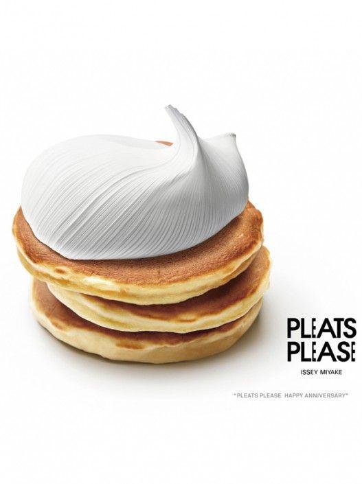Ceci n'est pas une glace à la pistache  mais une œuvre du designer japonais Taku Satoh qui a pour lubie de transformer le célèbre plissé Issey Miyake en sushi, en crème fraîche ou en vin rouge. Taku Satoh est si accro (au plissé, pas au vin rouge) que cela a donné naissance à un livre,  « Pleats Please » qui  sortira le 6 septembre prochain. On vous le dit depuis longtemps, nous que le Pleats nous please.    Ilaria Casati    Pleats Please, éditions Taschen, sortie prévue le 6 septembre 2012.