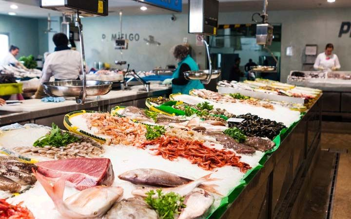 Read About 10 Of The Biggest Fish Markets In The World Fresh Seafood Market The Fish Market Seafood Restaurant