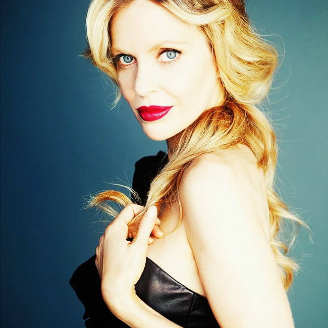 Kristen Bauer from true blood is a Capricorn  rising