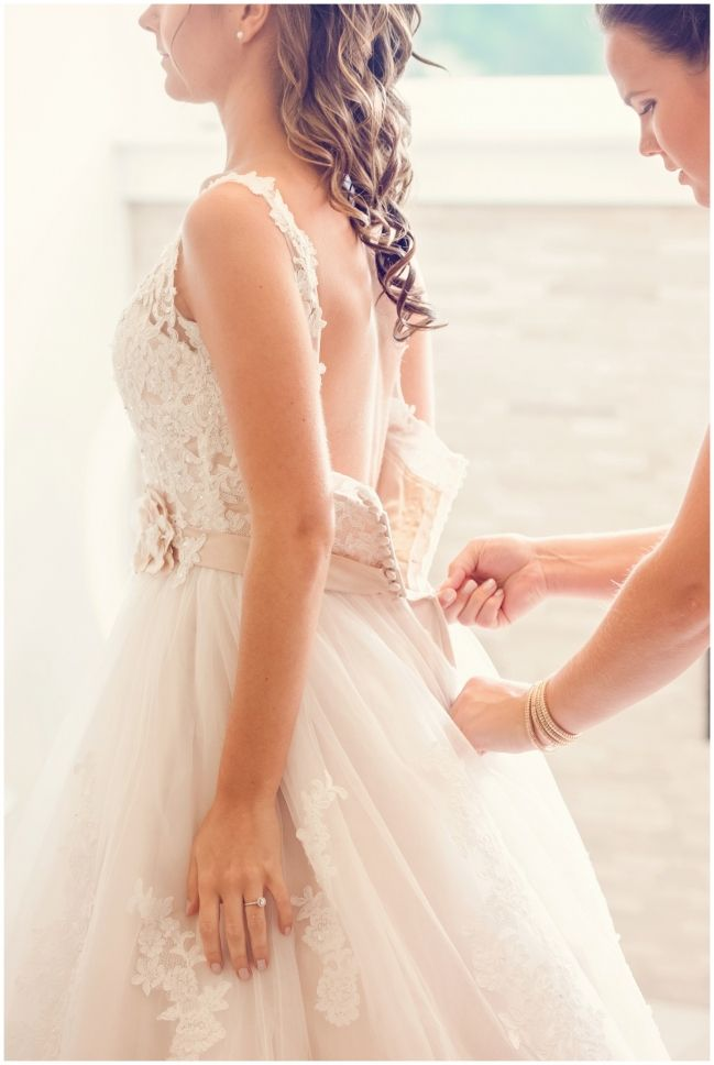 bride getting ready - MELISSA AVEY PHOTOGRAPHY