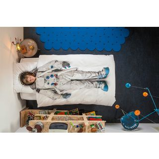 To the moon and back all in one night! What little boy wouldn't enjoy sleeping in an Astronaut Suit? This Snurk Astronaut single doona set helps turn the bedroom into something more than just somewhere to sleep.