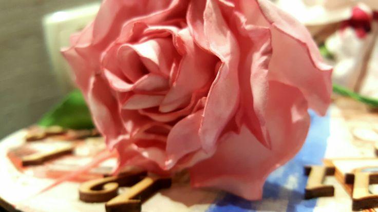 Роза из фоамирана, тонирована пастелью