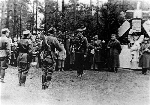 Msza św. polowa w zgrupowaniu oddziałów NZW w lasach koło Kuryłówki, 3 maja 1945