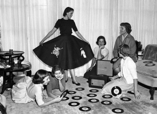 A teenage record party, 1950s. #1950s #1950sparty #teenagers #vintage #vintageimages #1950sfashion