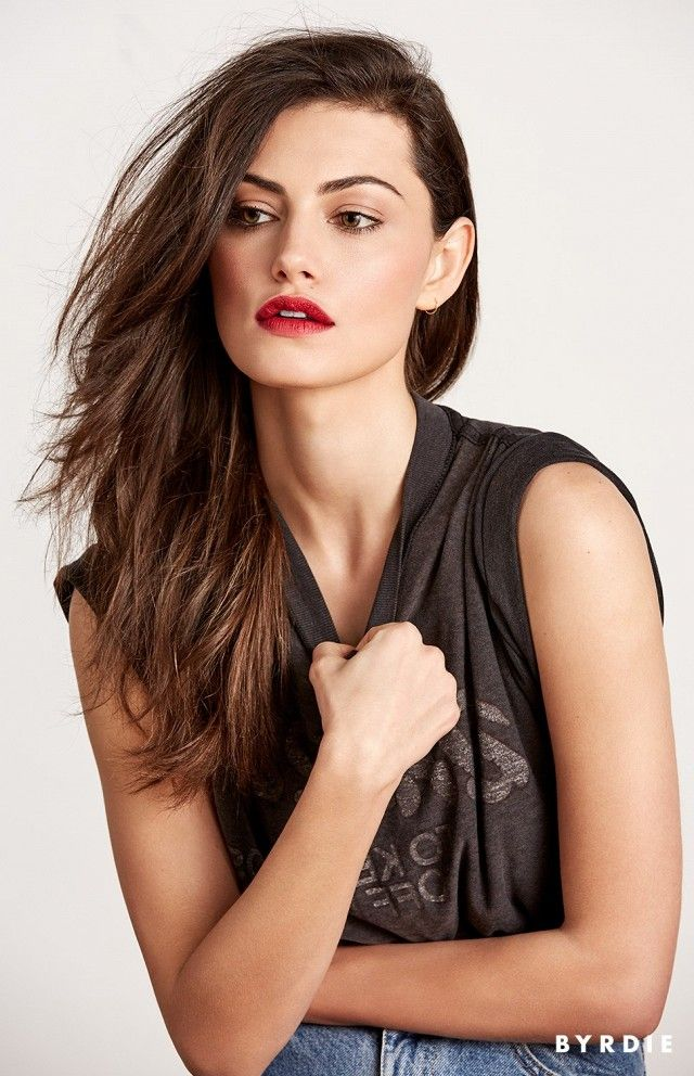 Phoebe Tonkin's amazing stained lips make for a killer beauty look