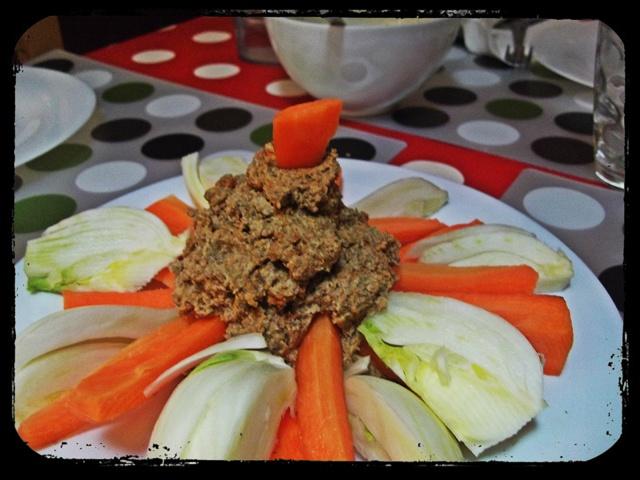 Red lentil hummus http://chiaralascura.blogspot.com/search/label ...