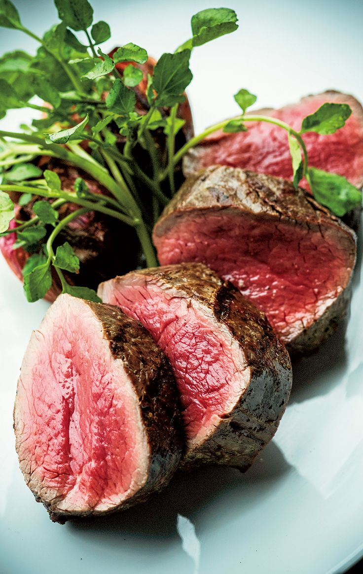 ケトジェニックダイエットで大切なのは、糖質制限だけでなく良質な肉の摂取と、それと同等量の野菜、そしてオメガ3が豊富な油を摂ることだ。とはいえ、食を栄養素だけで考えてしまうと、とたんにダイエットが続かなくなる。ここでは栄養面でOKでモチベーションアップにも繋がるレストランを紹介する。