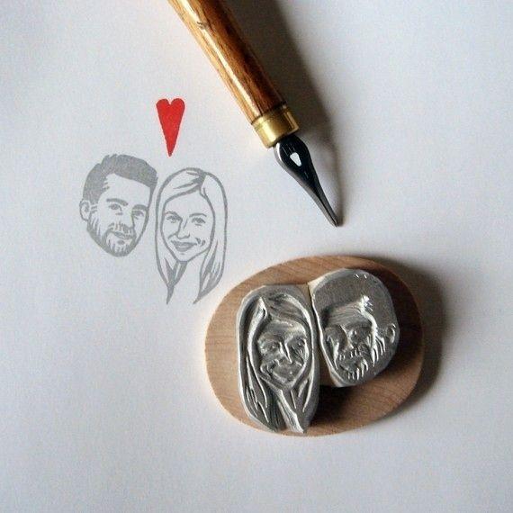 Utilisez un tampon en caoutchouc portrait de couple personnalisée sur tout, des invitations à des cartes de sièges