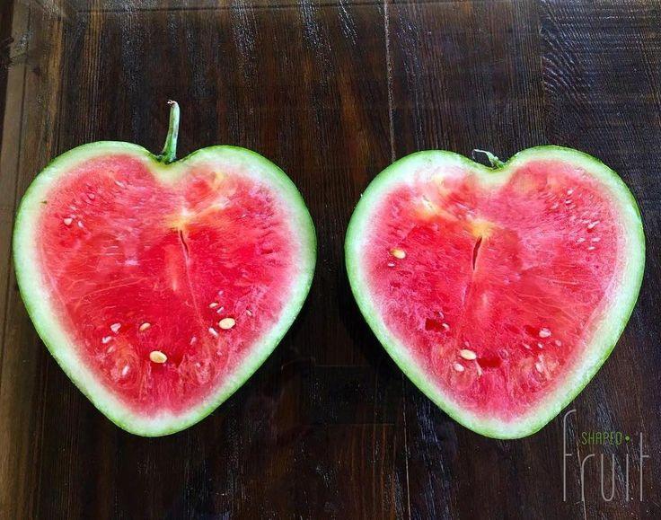 Yarın bayram! Arefe gününde sofralarınıza kalp karpuzla sevgi ekleyin  #shapedfruit #şekillimeyveler #arefe #ramazan #weekend