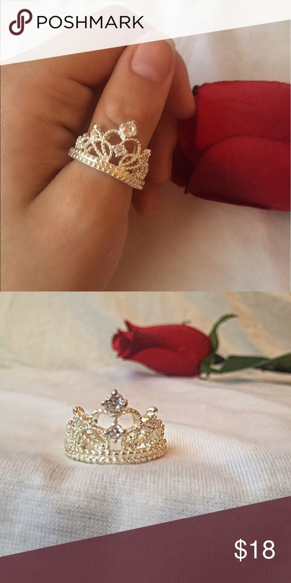 Princess Tiara Ring 💍👸🏼 Princess Tiara Ring💍👸🏼 Gorgeous shimmer and sparkle✨ Please feel free to ask questions ‼️ Brand for exposure💖 Last photos are product modeled by me💋 Brandy Melville Jewelry Rings