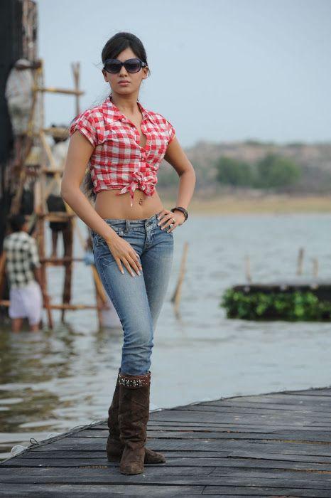 Samantha in Jeans - Hawkup
