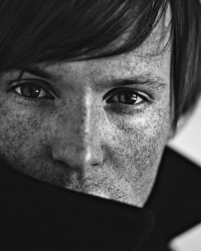 desertjedi:    thebluemoonsister:    freckles by a_bergman on Flickr.    jedi beauty….freckles!