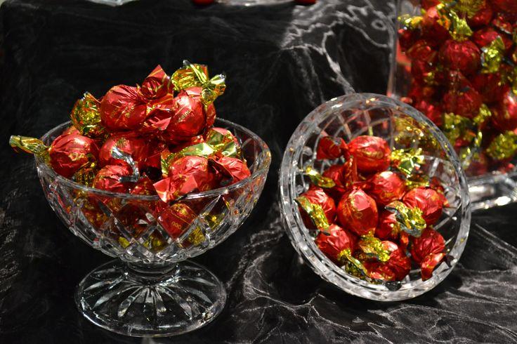 Olivas krämiga Alla hjärtansdagpraliner med nötfyllning, läs mer på: http://beriksson.net/vara-varumarken/oliva