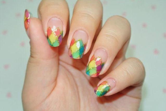 Che nail art realizzerai per i party di Carnevale? Punta sul colore e realizzare una manicure in perfetto stile Arlecchino! Ecco tutte le idee da copiare.