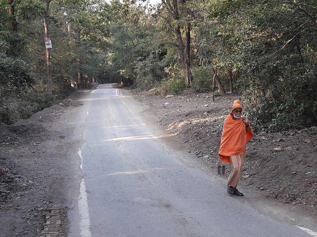 Die Reise zu dir selbst endet nie   Namaste! Meine Zeit in Indien neigt sich dem Ende zu. Meine Reise endet damit jedoch nicht. Rishikesh war für mich zwar ein Ort zum Ankommen. Doch nur um zu spüren dass ich mich auf dem richtigen Zug befinde. Die Reise unseres Lebens endet nie sie kennt keine Endstation. Alles ist im Fluss - und je weniger wir uns dagegen wehren umso mehr können wir die Fahrt mit dem Zug des Lebens genießen.  Sei zu 100% an dem Ort an dem du gerade bist  Die Tempelglocken…