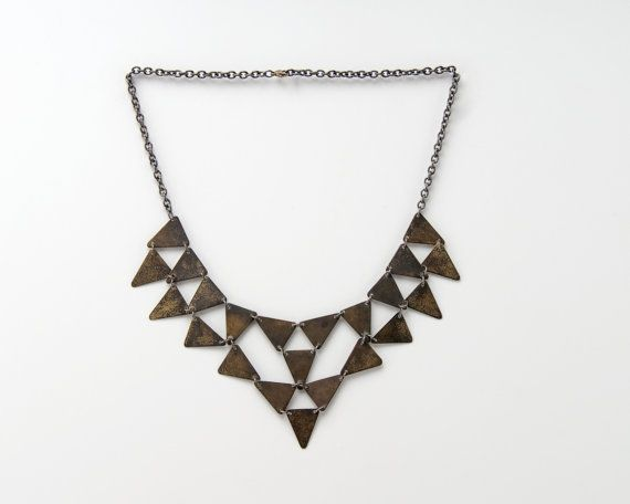 El Pico Viejo  -18 in length -22 brass triangles (15mm x 20mm x 20mm) -antiqued brass  -closure is brass lobster clasp    The necklaces in this