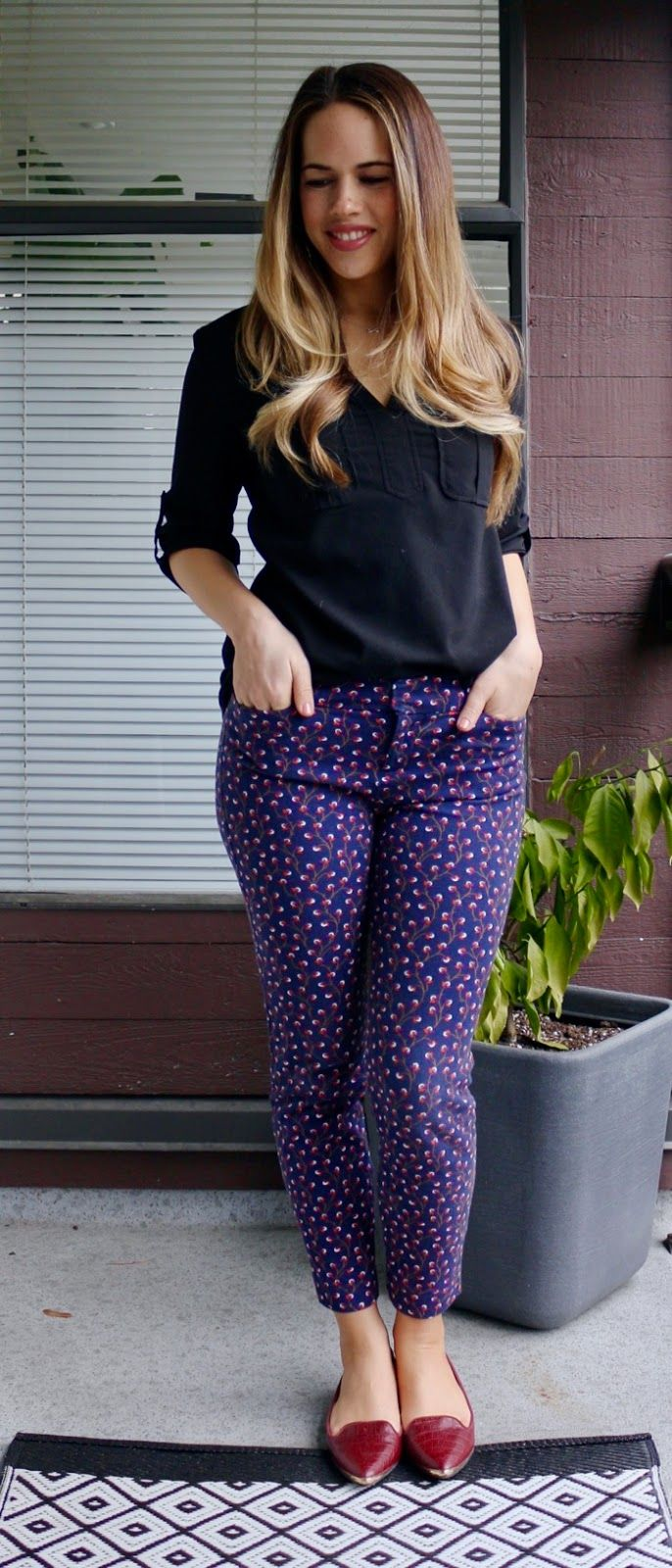 Fashion style How to blue wear patterned pants for woman