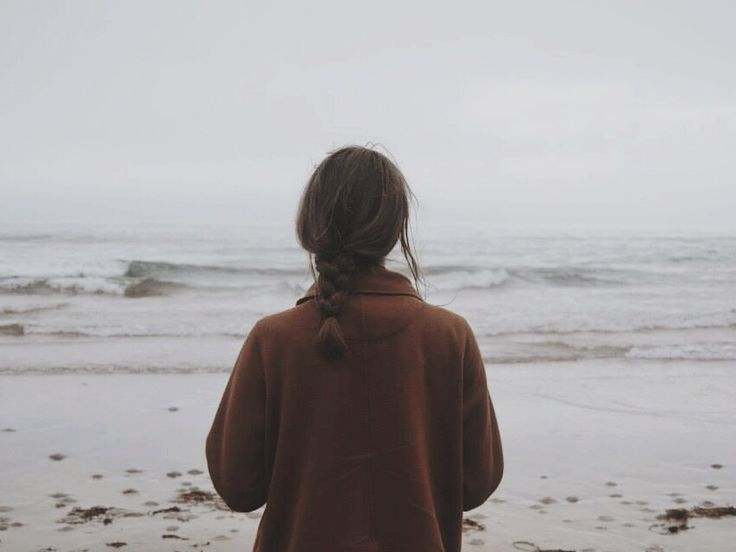 Imagini pentru girl standing on the beach tumblr