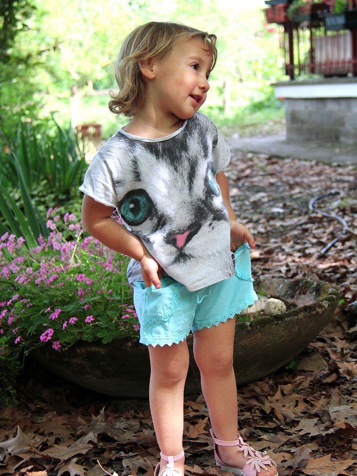 Pantaloncini bambina in cotone biologico AURORA Bellissimo pantaloncino corto, lavorato interamente a mano, in #cotone biologico, con finitura in #pizzo. Questi #pantaloncini per #bimba sono disponibili in 4 taglie, per #bambine dai 2 ai 12 anni. Diversi #colori: #giallo, #verde #giada, #azzurro, #viola, #rosa chiaro, #fuxia. #estate #moda #bimbi www.lamamita.it