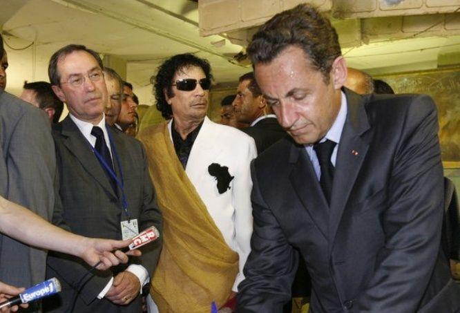 Selon un rapport de police sur l'affaire du financement présumé de la campagne de Nicolas Sarkozy par la Libye en 2007, Claude Guéant n'aurait retiré que 800 euros...