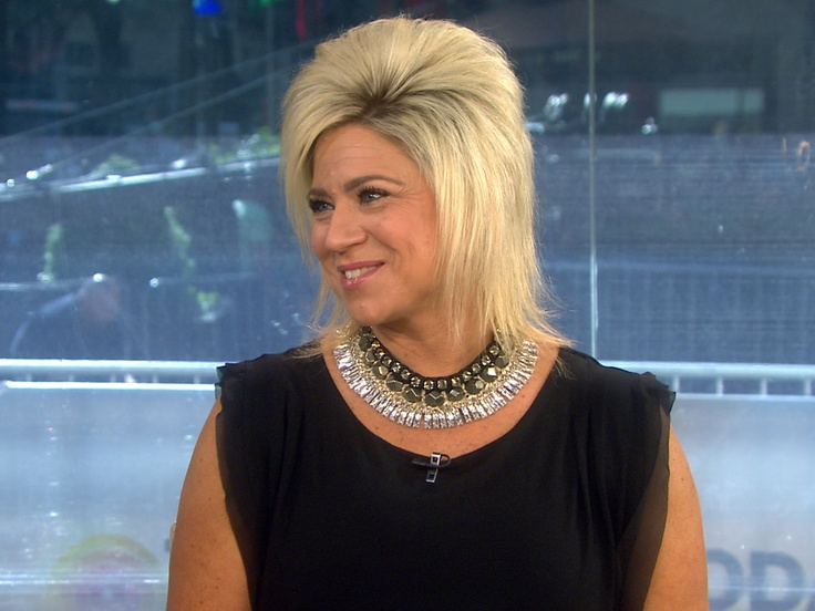 How do you contact Theresa Caputo to get a reading?