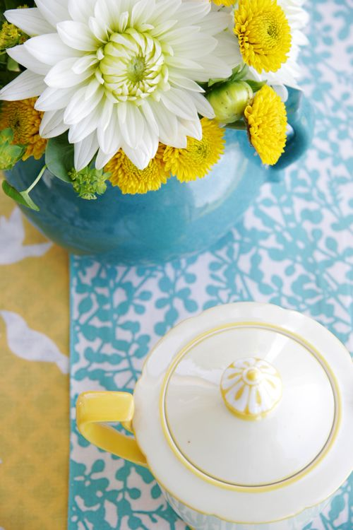 Blue + YellowColors Combos, Tables Sets, Blue Green, Happy Colors, Colors Palettes, Blue Yellow, Colors Schemes, Yellow Flower, Colors Inspiration