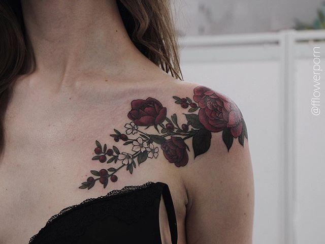 Pretty flower shoulder tattoo