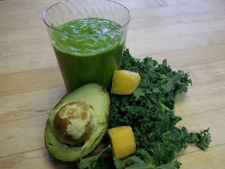 Kale Avocado Lime Mango Smoothie | www.CutNClean.com | This simple refreshing green drink makes for the perfect breakfast smoothie! #DrinkYourGreens #KaleSmoothie #GreenSmoothie #KaleRecipe