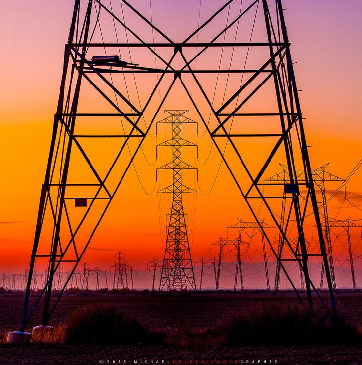 """""""Electric Avenue"""" - Transmission towers at sunrise somewhere in Kern County California [OC] [1440 x 1425]"""