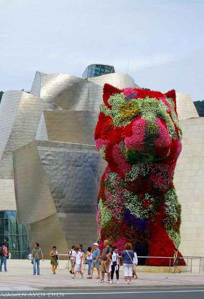 Puppy by Jeff Koons in front of Guggenheim Museum Bilbao, Basque Country, Spain.