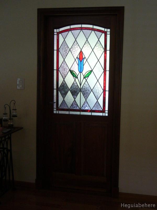 Puerta vitral casa tur2 puerta con vitraux tulipan for Puertas madera con cristal