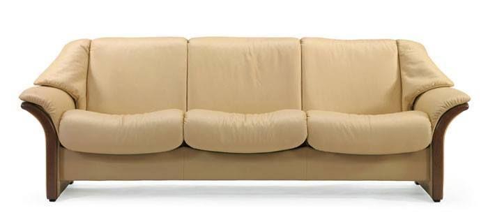 Canapés confort aux dossiers bas inclinables classiques en cuir ou tissu, Stressless Eldorado 3 places.