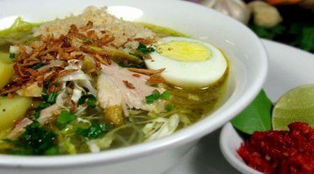 Resep soto lamongan indonesia, see original recipe -> http://resepmasakanindonesiapraktis.blogspot.com/2014/12/resep-soto-lamongan-asli-enak.html