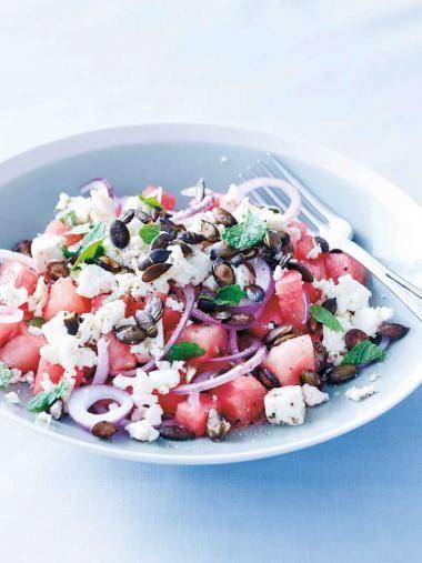 Watermeloensalade met een pittabroodje gezond http://njam.tv/recepten/watermeloensalade-met-een-pittabroodje-gezond