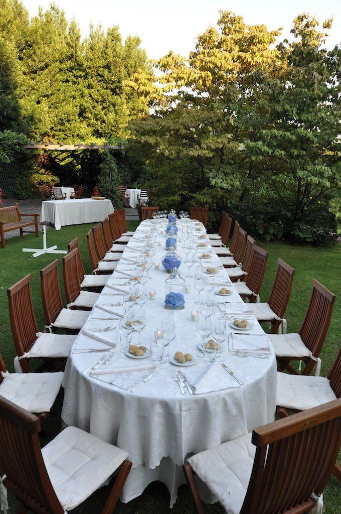 Un tavolo speciale nel giardino Verde della Brianza per una cena al fresco e a contatto con la natura